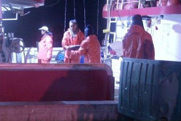 À Hawaï, environ 700 pêcheurs sans papiers sont détenus à bord de leur bateau,dans des conditions de semi-esclavage.