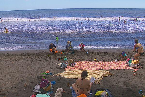 plage Ahonu côte est