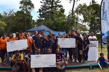 Photo de groupe des trois principaux lauréats, samedi, à Nouméa.