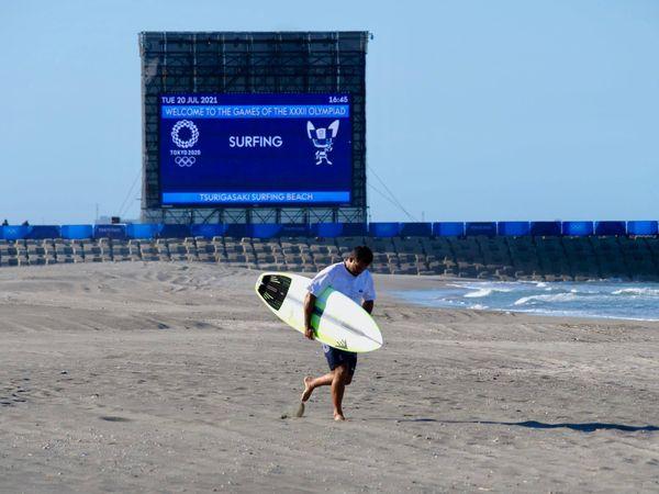 JO de Tokyo : Michel Bourez et les membres de l'équipe de France de surf enfin à l'eau