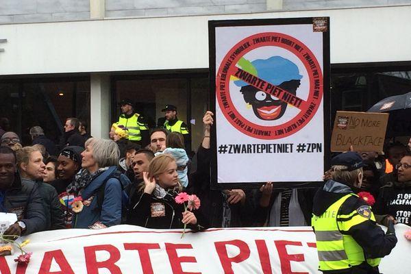 Manifestation contre le personnage de Pierre le Noir