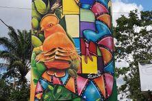 Détail du château d'eau où se rejoignent les univers des artistes Doudou style et Emi Gutierrez