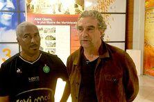 José Edon à gauche), président de l'amicale stéphanoise de Martinique, organisateur du tournoi des anciennes gloires aux côtés de Dominique Rocheteau (2019).