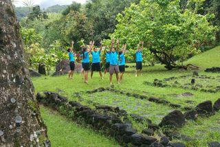 La troupe Manahau au marae de Fare hape