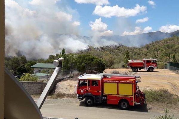 Feu de brousse Dumbéa-Païta, 1er février, camions de pompiers de Païta