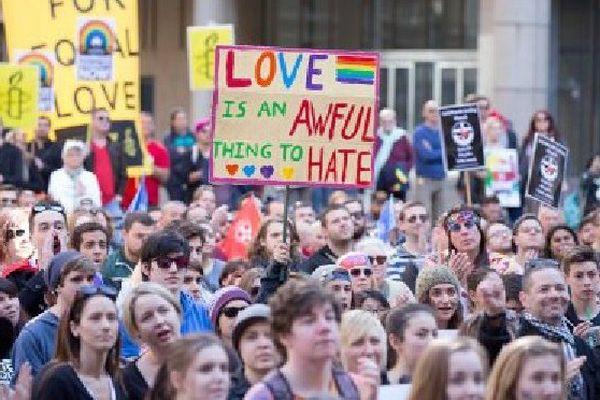 Manifestation à Sydney en faveur de la légalisation du mariage entre personnes de même sexe