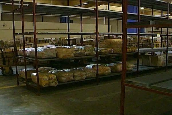 Douanes : entrepôt colis