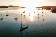 L'aventure à bord d'un voilier pour une bande de jeunes amoureux de la mer