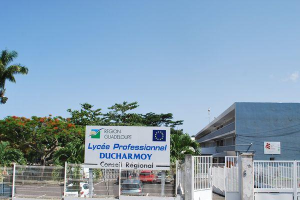 Lycee Ducharmoy