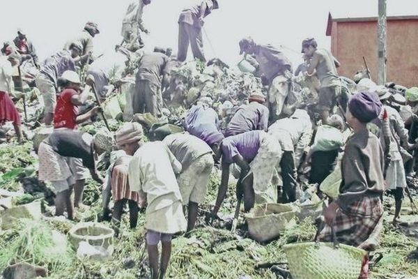 Les habitants d'un quartier de Tana nettoient août 2019