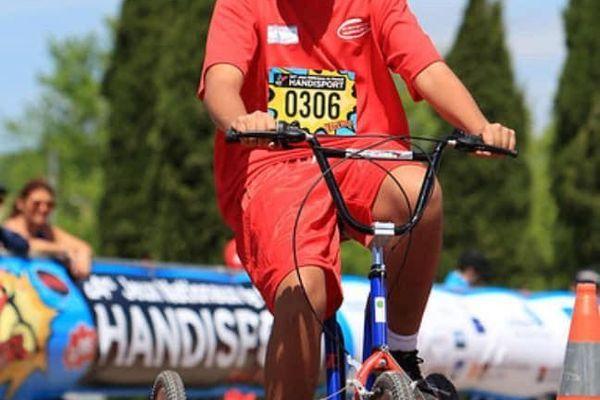 Les jeunes ont remporté une médaille d'or en tricyclisme