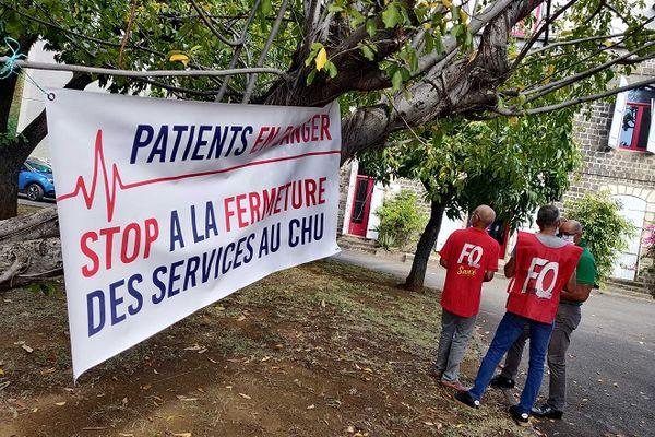Les syndicats et l'Observatoire des Usagers de la Santé sont mobilisés à Saint-Paul, ce mardi 25 mai