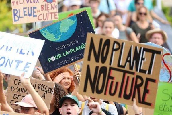 Une marche pour le climat organisée par les jeunes réunionnais à Saint-Gilles.