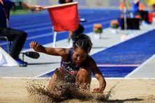 Eloyse Lesueur, double championne d'Europe en plein air, a renoncé en raison d'une gêne à la cuisse.