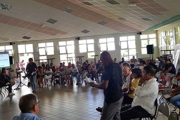 Les Gilets Jaunes attendent pour remettre leur travaux à la Région sur le futur conseil citoyen.