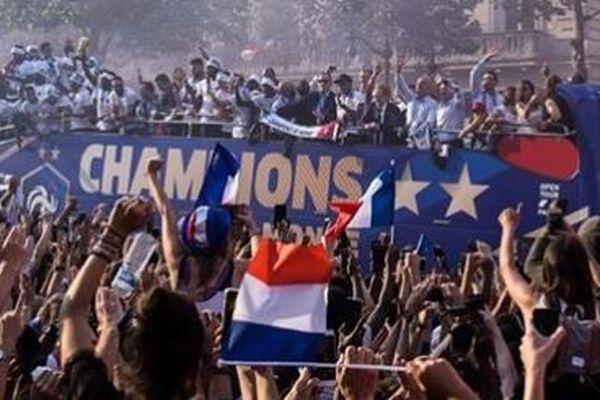 [VIDEO] Revivez le retour triomphal des Bleus à Paris