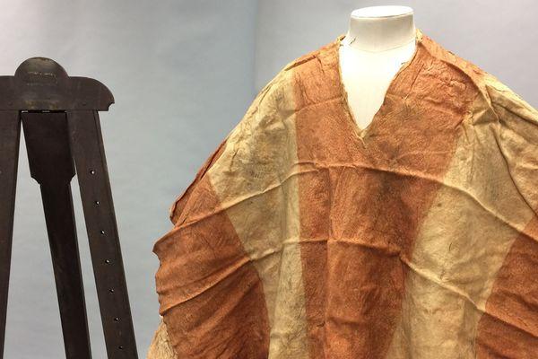 Un Tiputa du costume de deuilleur au British Museum