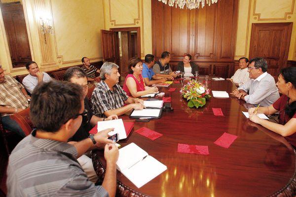 Syndicats de fonctionnaires d'Etat avec le Président