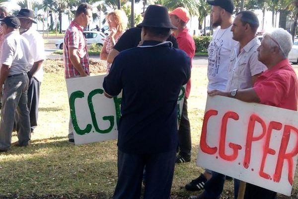Manifestation de planteurs devant la pref