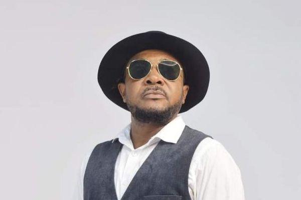 Toto Patrick, chanteur d'afro-zouk et animateur radio à Lomé, Togo