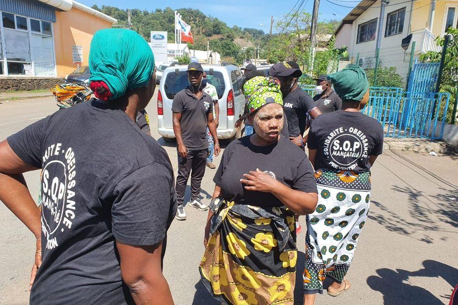 Les ambassadeurs de paix à Kawéni - Mayotte la 1ère