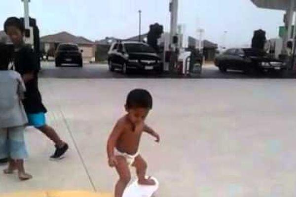 bébé skate Australie