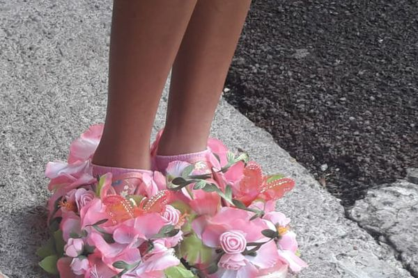 """""""Crazy Shoes Day"""" fleurs roses"""