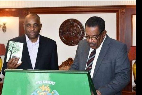 Roosevelt Skerrit prête serment