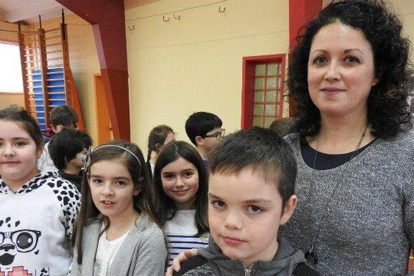 Vicky Rebmann avec les élèves de CE2 de l'an dernier