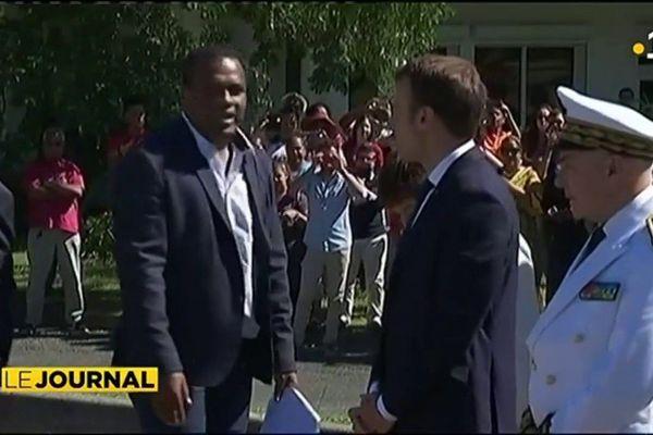 Emmanuel Macron se recueille à Ouvea