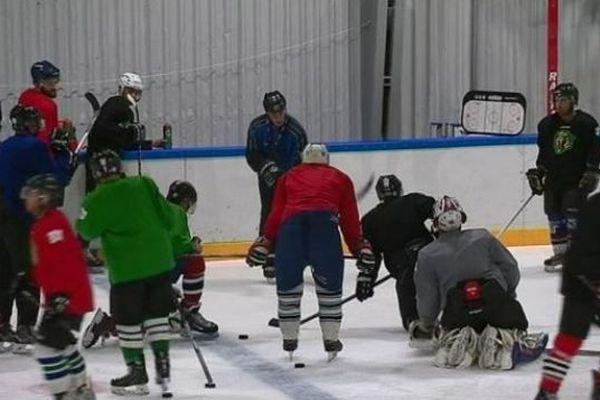 Les Cougars s'entraînent à quelques jours du premier match de hockey de la saison