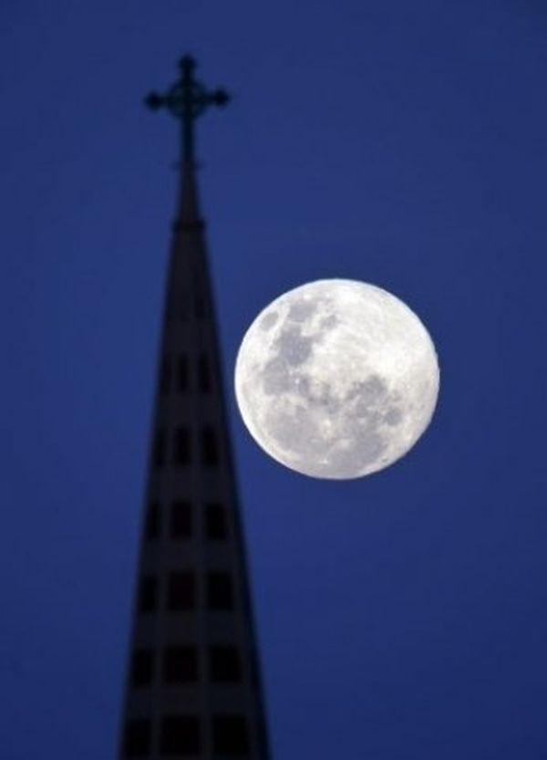 La super Lune à Blenheim (Nouvelle-Zélande)