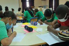 Les élèves du collège Agarande de Kourou font la dictée ELA