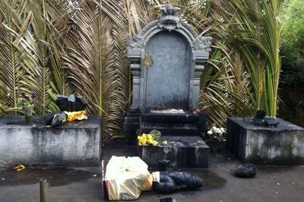 Temple tamou à ciel ouvert profané