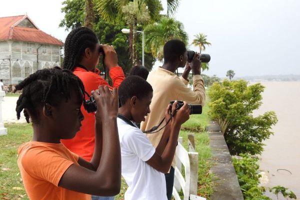 Les élèves de l'atelier avifaune en sortie d'observation
