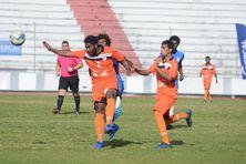Ne Drehu et l'AS Wetr s'affrontant au stade Numa-Daly le samedi 28 octobre.