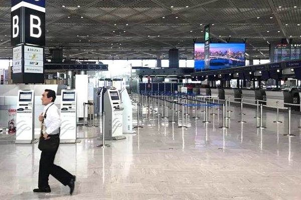 Coronavirus, l'aéroport japonais de Narita étrangement vide. 17 mars 2020