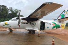 L'avion de Air Guyane sur la piste de Saül
