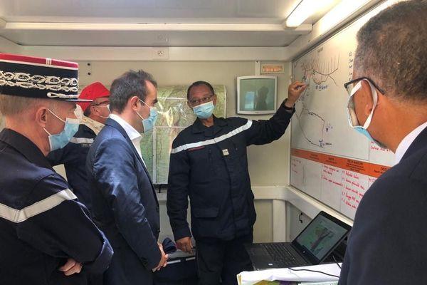 Visite du ministre Sébastien Lecornu sur les lieux de l'incendie au Maïdo