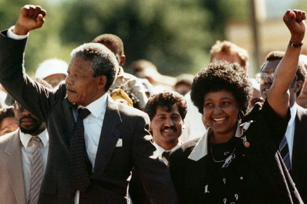 Nelson Mandela à sa sortie de prison, le 11 février 1990