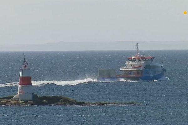 L'approvisionnement en carburant des ferries de la collectivité de Saint-Pierre et Miquelon sur Terre-Neuve crée la polémique