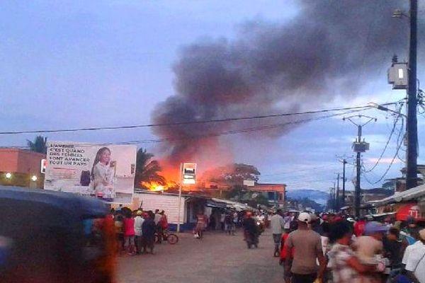 Incendie des maisons au centre vile