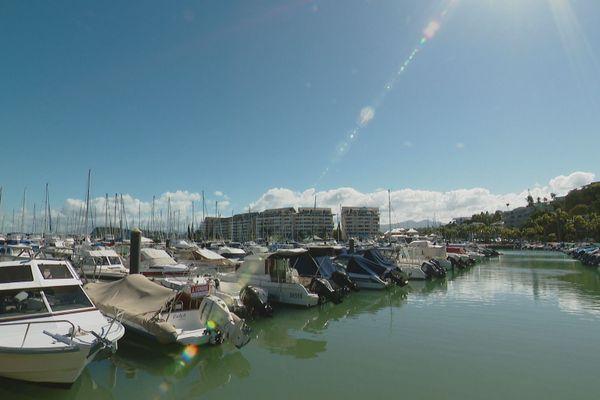 Bateaux en marina à Nouméa