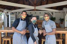 L'équipe du Galanga Fish Bar, Yadji le gérant du restaurant, Laureen apprentie cher cuisinière et Dary chef de salle (de gauche à droite).