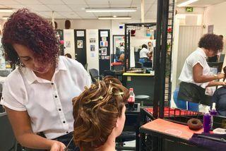 Chloé au salon de coiffure