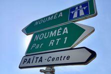 Signalisation routière à Païta, image d'illustration.