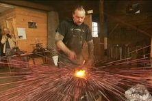 A l'occasion des journées européennes du patrimoine, le public a pu assister à la fabrication d'une réplique d'une hache d'origine basque dans la Forge Lebailly.