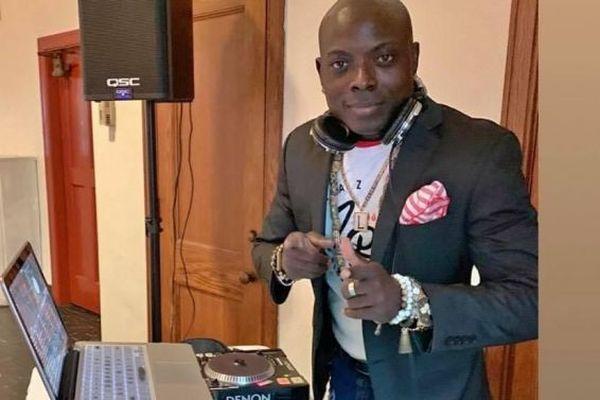 DJ Larry derrière ses platines à Philadelphie - USA