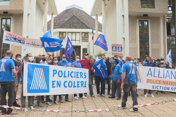 police manifestation colère justice laxiste soutien policiers viry-châtillon Saint-Denis 200421