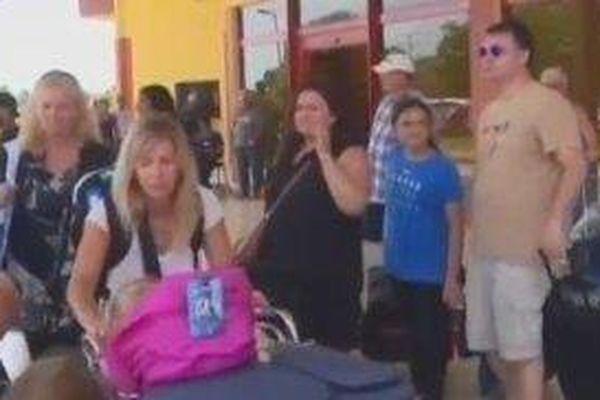 Évacuation de touristes